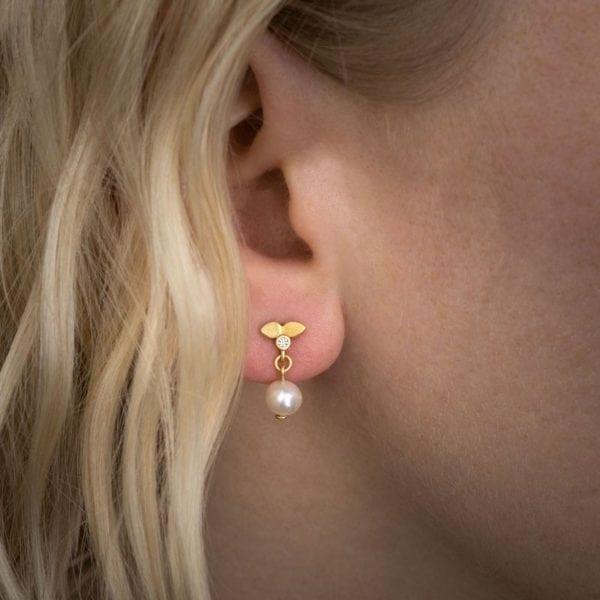 pearl earring model