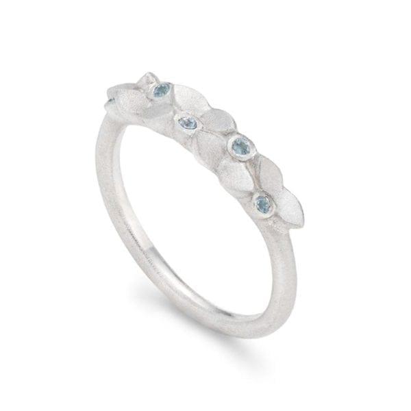 Lotus Garland silver blue